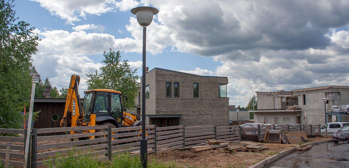 Один дом почти готов в поселке Малое Сареево